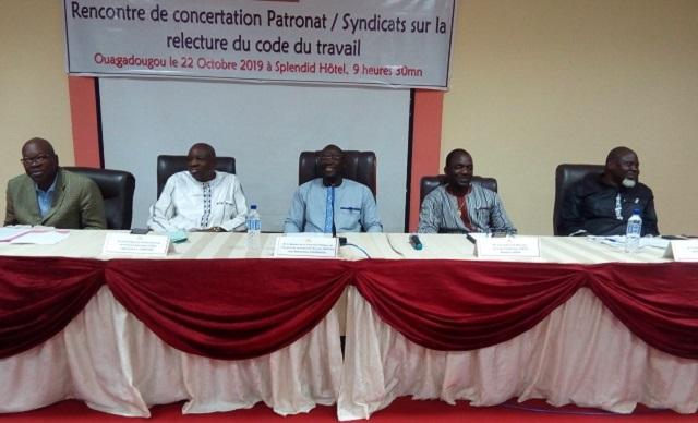 Burkina: La relecture du code du travail, le patronat et les syndicats se concertent.