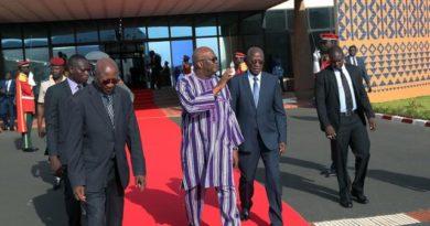 (Ouagadougou, 22 octobre 2019). Le président du Faso, Roch Marc Christian Kaboré, a quitté Ouagadougou ce matin pour Sotchi où il participera, les 23 et 24 octobre 2019, au premier Sommet et au Forum économique « Russie-Afrique » pour la paix, la sécurité et le développement.